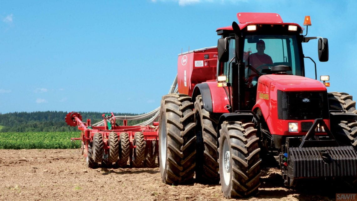 Ban traktor belakang lebih besar